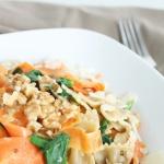 Vollkornnudeln mit Bärlauch und Karotten