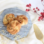 Nussknoten – Hefegebäck mit Nüssen