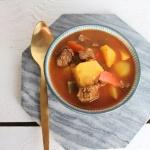 Gulasch mit Rindfleisch und Gemüse – Rindergulasch