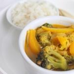 Einfaches Gemüsecurry mit Lauch und Brokkoli