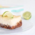 Käsekuchen mit Limette und Keksboden