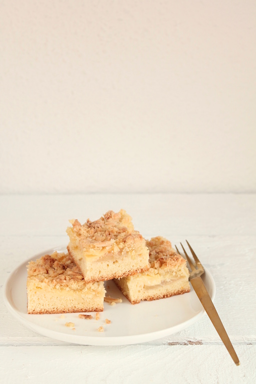 Apfelkuchen mit Vanillepudding und Streusel