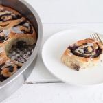 Mohnschnecken mit Heidelbeeren als Hefekuchen